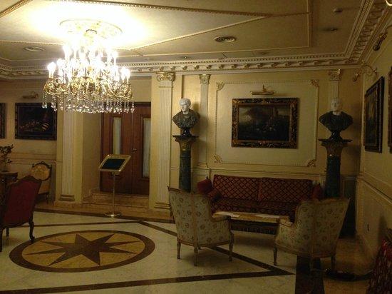 Grand Hotel Vanvitelli: Sitting area
