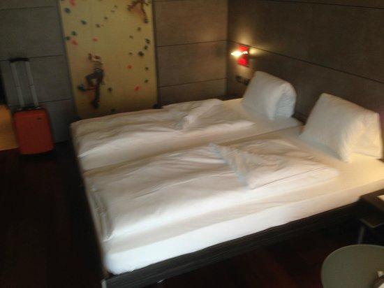 Sternen Oerlikon Hotel: Chambre simple mais confortable et bien agencée