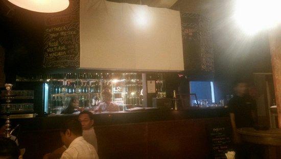 Mojo Lounge & Restaurant: bar