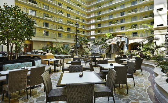 Embassy Suites by Hilton Fort Lauderdale 17th Street: Atrium Embassy Suites Fort Lauderdale