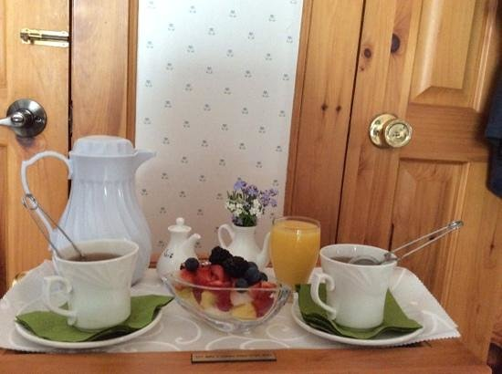 Le Cachet B&B: pre breakfast offering brought to our room