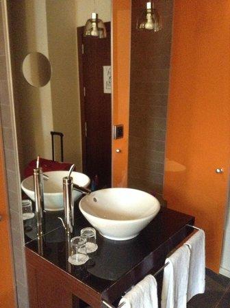 987 Design Prague Hotel : Bagno