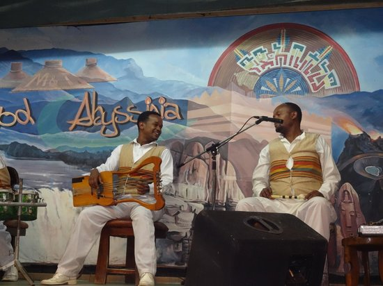 Yod Abyssinia Traditional Food : Músicos e seus instrumentos etíopes.