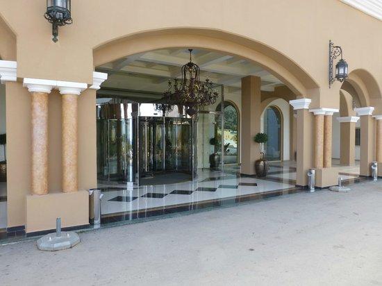 Lindos Imperial Resort & Spa : Entrée de l'hotel