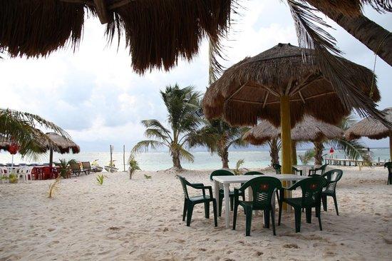 """Mahahual Beach : paillote sur la plage très """"couleur locale"""", loin des """"all inclusive''"""
