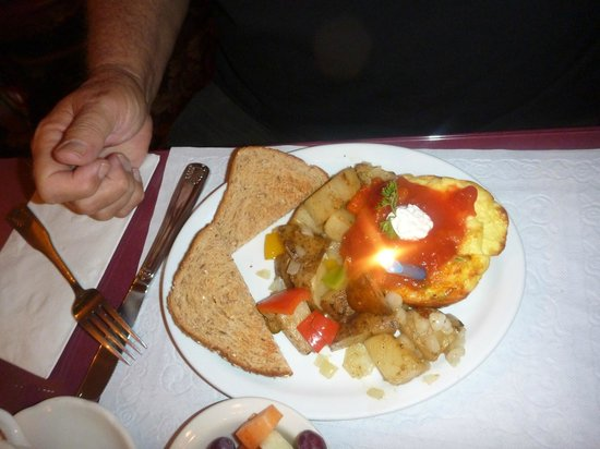 Prospect Historic Hotel - Motel and Dinner House : A birthday breakfast that was served by Chef Karl.