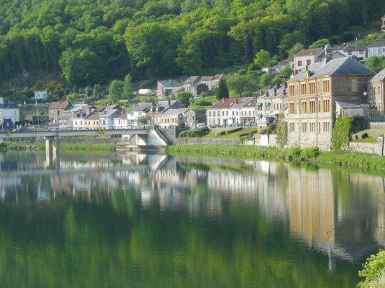 """Le Franco Belge : La pace del paese specchiata nel Fiume """"La Meuse"""""""