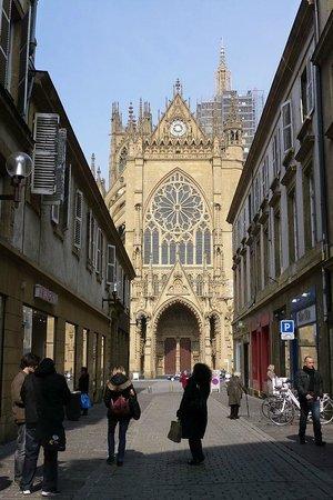 Metz Cathedral: vue de la rue Ambroise Thomas
