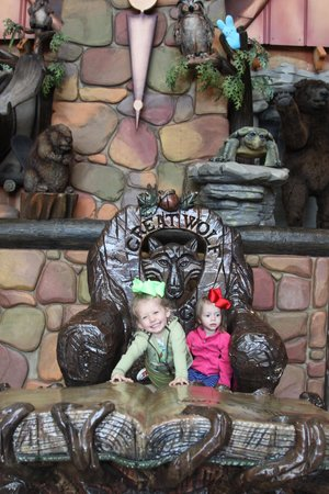 Great Wolf Lodge: clock tower