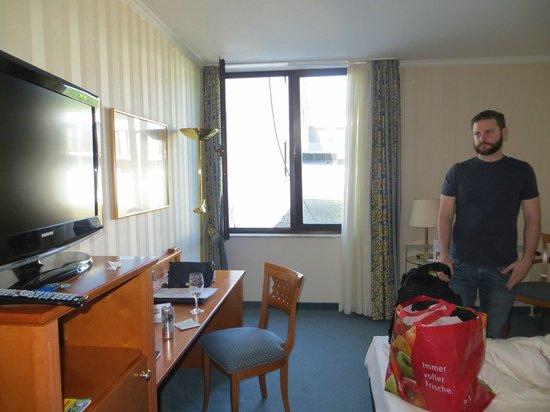 Schlosshotel Bad Wilhelmshoehe Conference & Spa: standard smallish room