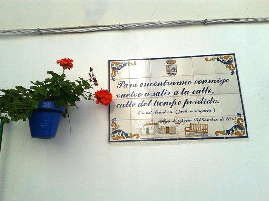 Centro histórico de Estepona: Poetry on the wall - Calle Botica