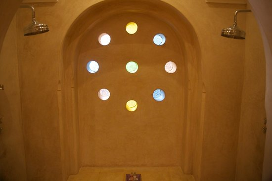 Riad Camilia: Double shower with translucent glass