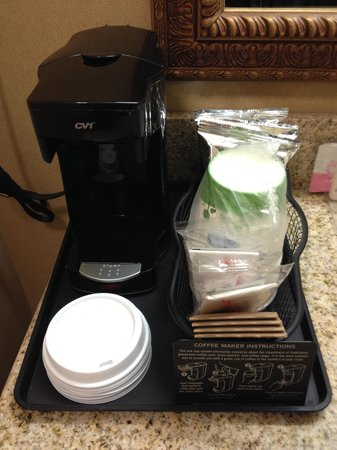 Hampton Inn & Suites West Bend: Coffee Station
