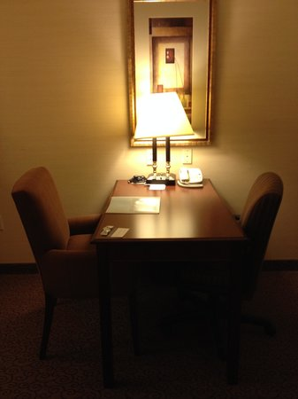Hampton Inn & Suites West Bend: Work Desk
