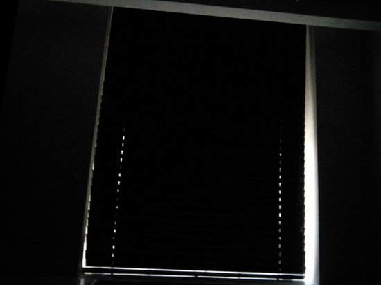 Kimpton Muse Hotel: Where are the black out curtains?