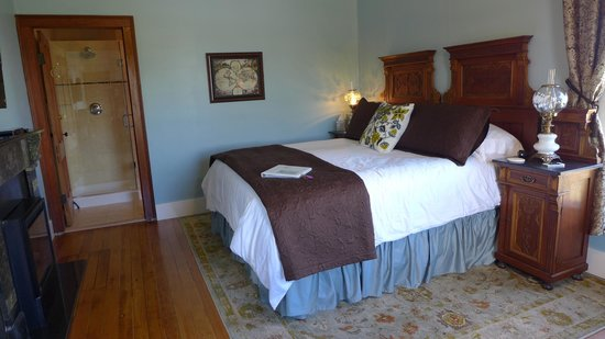 Blue Goose Inn Bed and Breakfast: The Captain's Suite