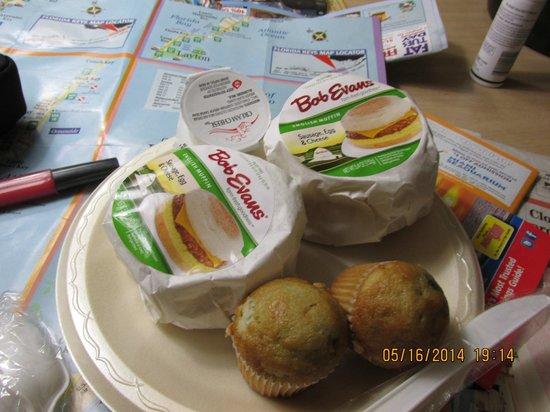 Best Western Hibiscus Motel: Big breakfast sandwiches