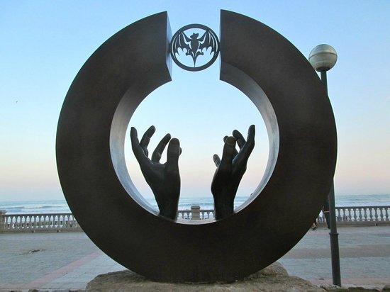 Hotel La Santa Maria : Statue on the promenade near La Santa Maria Hotel in Sitges.