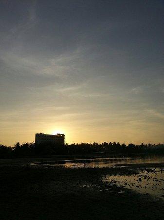 Estrellas de Mendoza Playa Resort: Sunrise from the beach