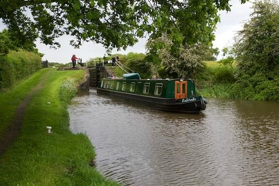 Wandering Duck Canal Boat Tours: Working the locks