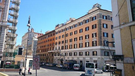 Hotel Nord Nuova Roma : Со стороны Республики