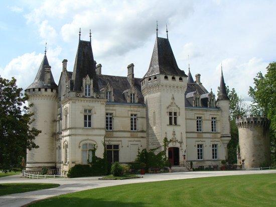 Château de Nieuil : LE CHATEAU