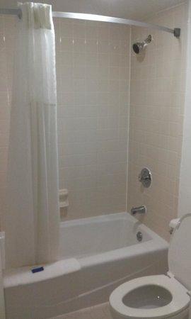 Ramada Hilton Head: Clean Shower
