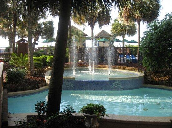 Beach Cove Resort: great weather