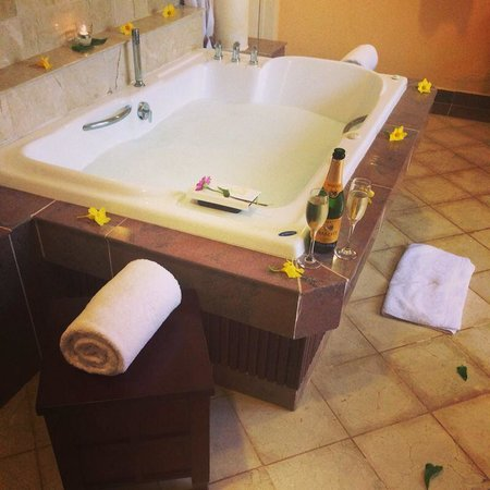 Paradisus Varadero Resort & Spa: Jacuzzi ran by out butler :)
