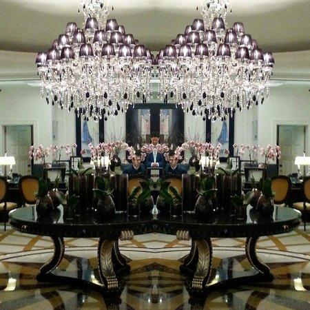 InterContinental Porto - Palacio das Cardosas: Salão Recepção (imagem espelho duplicada por mim)