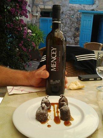 Hotel Rural San Miguel: Sur la table dans la courette