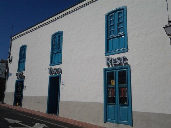 Hotel Rural San Miguel: Vue de la rue   HOTEL 4 ESQUINAS