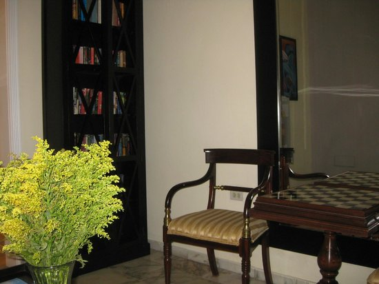 Coral Princess Hotel: Reading Room