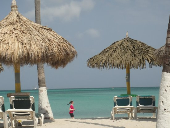 Holiday Inn Resort Aruba - Beach Resort & Casino: praia em frente ao hotel