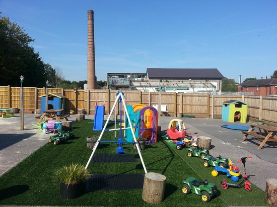 The Playstation Totnes: Outside play area where there is lots to do