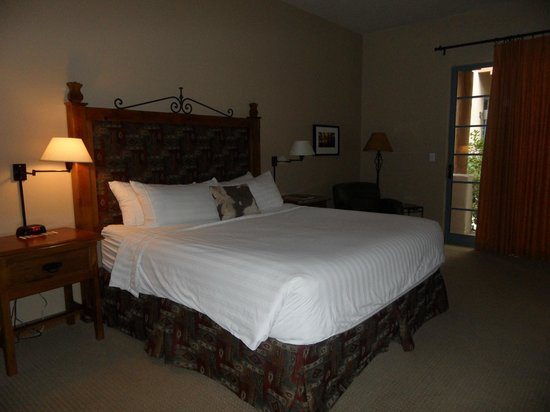 Lodge on the Desert: Our huge room
