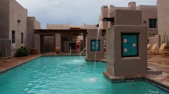 Lodge on the Desert: The beautiful pool