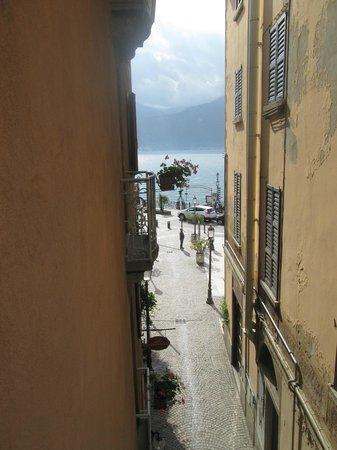 Hotel Garni Corona: View of the lake from side balcony