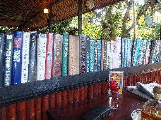 Cafe Rico: Love books!
