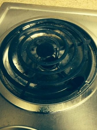 Extended Stay America - Boston - Peabody: Stove extremely dirty