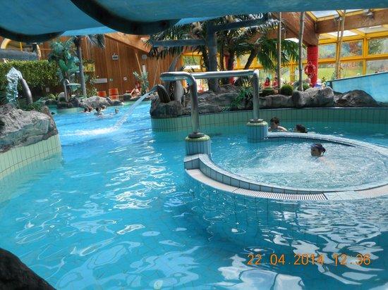 Lettini piscina picture of naturno adventure pool naturno tripadvisor - Lettini piscina ...