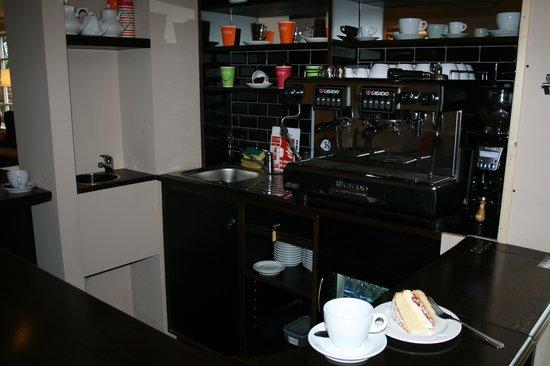 Best Western Reigate Manor Hotel: Coffee machine