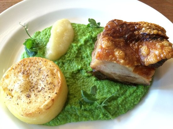 Norwich Theatre royal cafe: Blythburgh free range belly pork, fondant potato, pea purée, apple sauce, apple crisps (oups! Ca