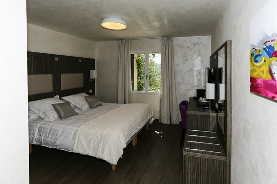 chambre accessible PMR - Picture of Hotel Restaurant Les ...