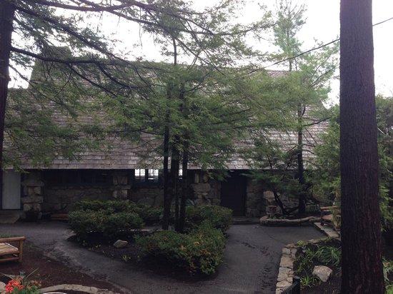 Tavern on the Lake: Tavern