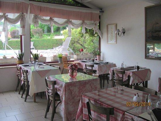 Hotel Restaurant La Riviere : salle à manger