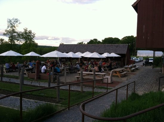 Wyebrook Farm Cafe and Market: Outside patio