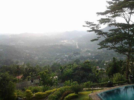 Randholee Resort & Spa : early morning view