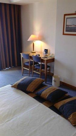 Royal Continental Hotel: Room 443