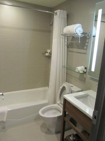 The Parc Hotel: Bathroom